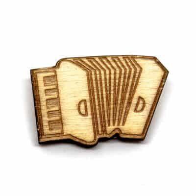pin madeira acordeao