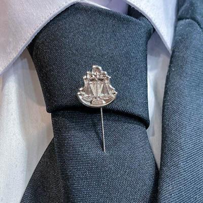 alfinete gravata direito foto