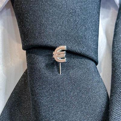 alfinete gravata gestao economia foto