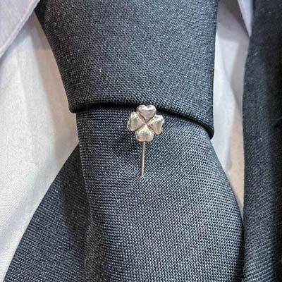 alfinete gravata trevo sorte foto